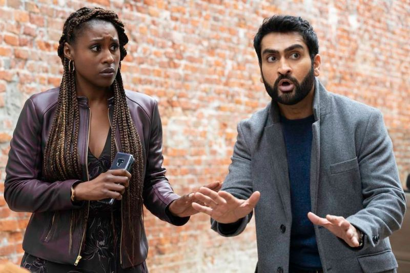 Issa Rae e Kumail Nanjiani in una scena del film The Lovebirds. Photo: Skip Bolen/NETFLIX
