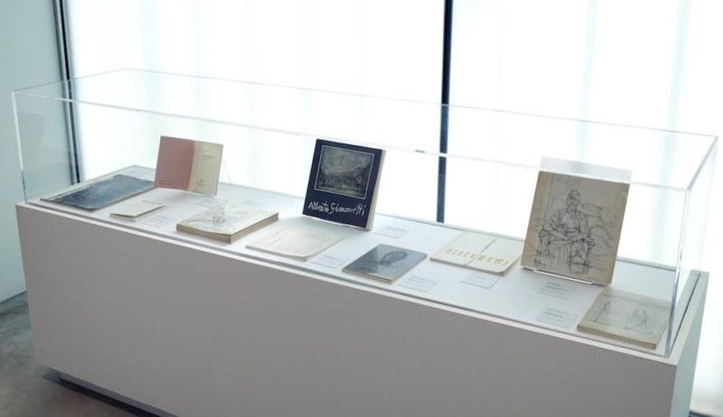 Le teche all'ingresso della mostra su Alberto Giacometti al m.a.x museo di Chiasso. Foto di Carlo Pedroli.