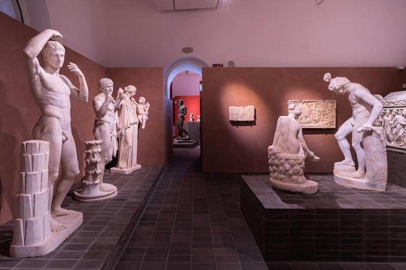 Una sala della mostra. Photo: Oliver Astrologo - © Fondazione Torlonia, Electa, Bvlgari