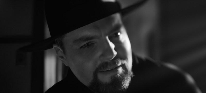 MANK (2020)Tom Burke as Orson Wells. Cr: NETFLIX