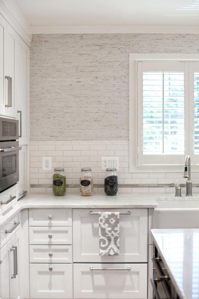مميزات وعيوب ورق جدران المطبخ مشاهير