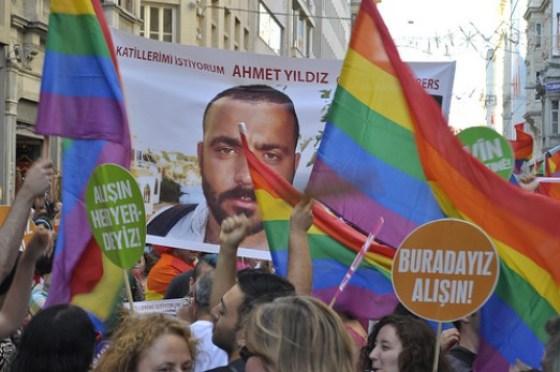 Gay Pride 2011 in Istanbul. By pikniktupu46