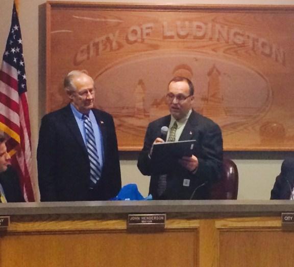 Mayor Henderson, right, reads a resolution honoring Councilor Taranko.