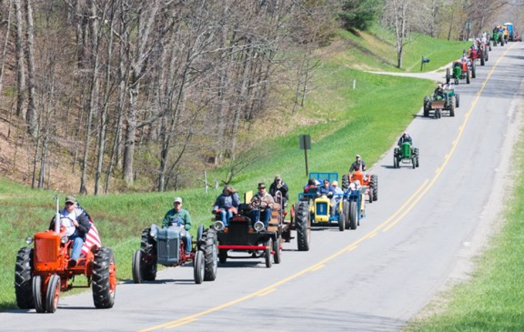 west_michigan_old_engine_club_tractor_ride_051814_3