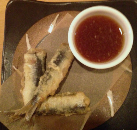 sardinas en tempura con salsa de soja