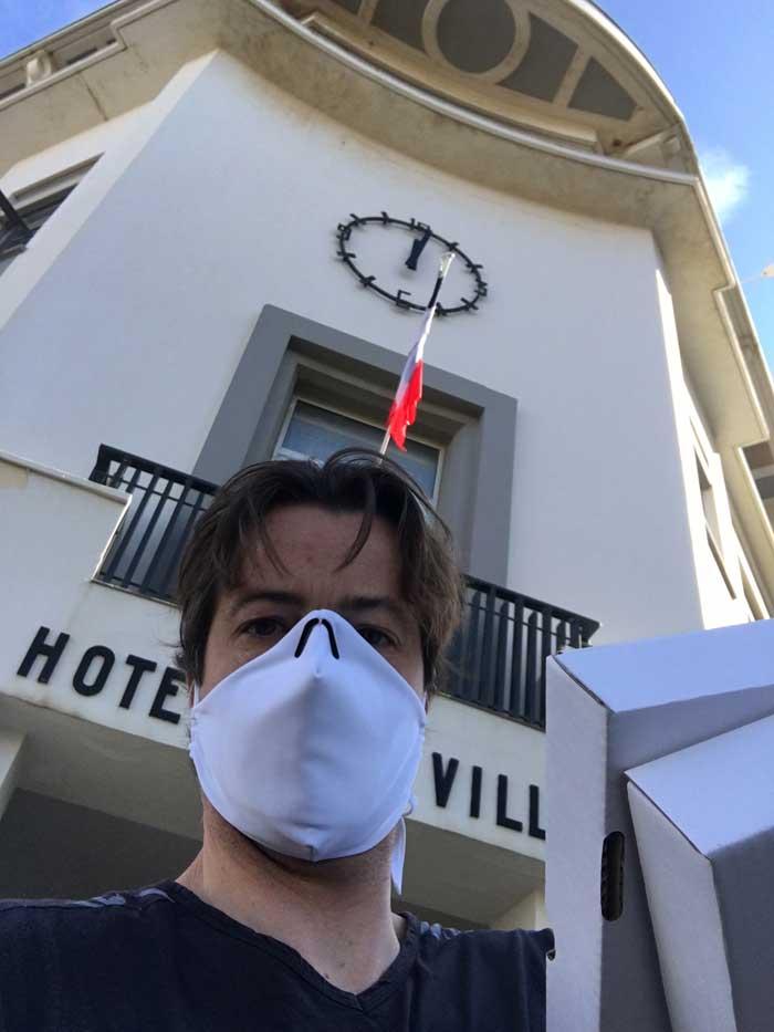 Livraison des premiers masques à la mairie de Biarritz