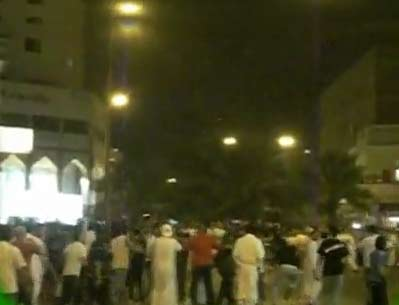 اشتباكات بين الجزائريين و المصريين في الكويت | احداث مباراة مصر والجزائر