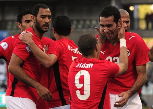 مباراة مصر والجزائر تتسبب في استقالة سمير زاهر ومحاربة السوق السوداء