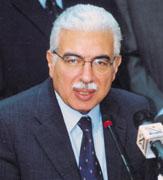احمد نظيف يقرر الغاء امتحانات و تعليق الدراسة في حالة الطوارئ