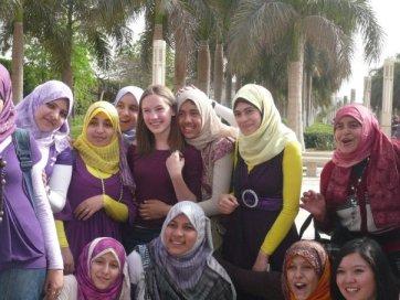 بنات الجامعة و احداث مباراة مصر والجزائر