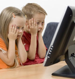 الأطفال يبحثون فقط على الأفلام على الانترنت و يوتيوب