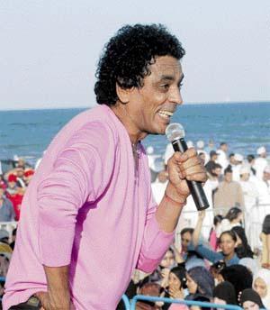 قبل مباراة مصر والجزائر: محمد منير و الشاب خالد في حفل غنائي ب 6 أكتوبر
