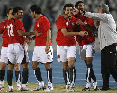 حسن شحاتة واستعدادات منتخب مصر لمباراة مصر والجزائر