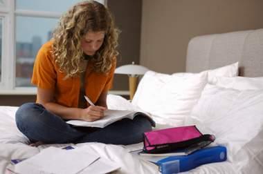 نشوة تكشف أسرار الفتيات الجامعيات في سكن الطالبات