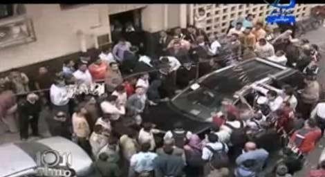 فضايح وخناقات بين انصار مرتضى منصور وشوبير وتهجم شخص على شوبير| فيديو العاشرة مساءا