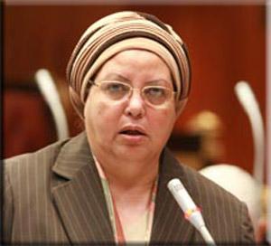 عائشة عبد الهادي متهمة بالنصب على الشباب بحجة تسفيرهم الى ايطاليا