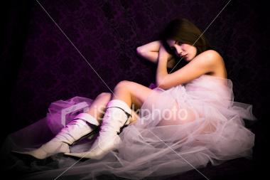 العريس وأسرته صوروا العروس عارية وسرقوا الشبكة