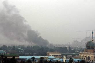 عشرات القتلى والجرحى بسلسلة تفجيرات انتحارية متزامنة في بغداد