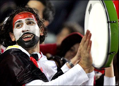 اقل من 160 مصري في مواجهة 2500 مشجع جزائري بـ مباراة مصر والجزائر