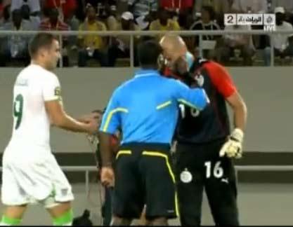 الانجليز يستخفوا بالمنتخب الجزائري لان لعبهم ردئ مثل شعر شاوشي