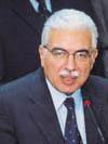 احمد نظيف: مصر علمانية وعلى الاخوان أن يختاروا بين السياسة والدين