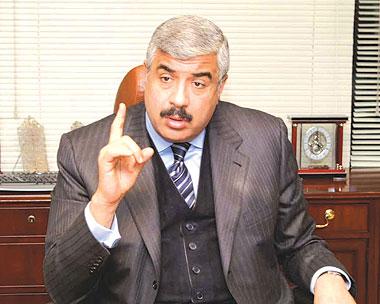 اخبار هشام طلعت مصطفى يلتقي مع ابو شقة بالاحضان ويتمسك به في الدفاع