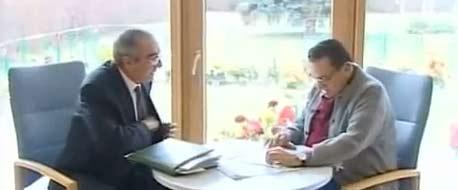 بالفيديو الرئيس مبارك يوقع قرار تعيين شيخ الازهر الجديد احمد الطيب
