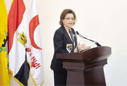 سوزان مبارك افتتحت قرية نموذجية لمتضرري سيول سيناء