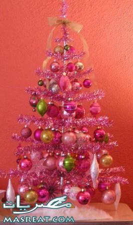 صورة تزيين شجرة عيد الميلاد المجيد