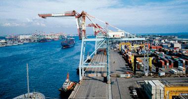 ميناء الاسكندرية يشرد مئات السائقين ويهدر الملايين