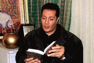 علي الحجار .. من مغنٍّ إلى قارئ قرآن .. وعلماء دين يعترضون