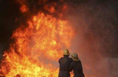 اصابة 25 باختناق في حريق لـ8 ساعات..سرقة جماجم الموتى