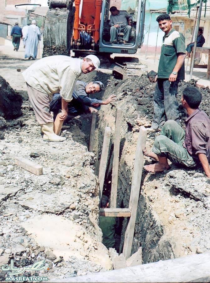 حادثة هبوط و انهيار ارضي في اسيوط يكسر ماسورة الصرف الصحي