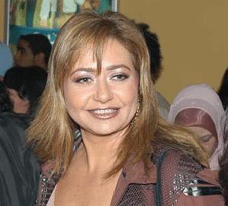 ليلى علوي تحتفل بانتهاء مجنون ليلى في حكايات وبنعيشها