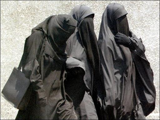 منع اقامة البنات المنقبات في المدينة الجامعية | بنات مصر