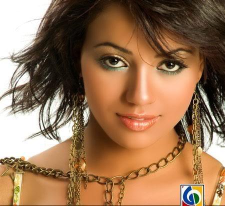 سمية بنت درويش : ممكن اتعرى زي هيفاء وهبي | فيديو كليب سمية