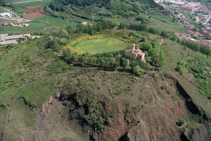 Foto aèria d'arxiu, Volcà Montsacopa