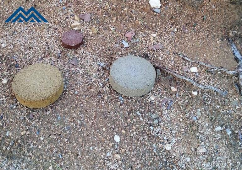 MASSACHS tres mostres asfalt color sobre terra moll