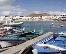 El Cabildo de Lanzarote concederá ayudas para la mejora de los barcos y de las condiciones de trabajo del sector pesquero