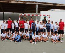 Los jugadores del CB San José Obrero visitan el CEIP Nieves Toledo