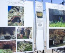 """La exposición """"Esencias de la Tierra"""" muestra en  Costa Teguise los paisajes más recónditos de Lanzarote"""