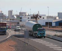 Comienza el traslado de los cuatro aerogeneradores del Parque Eólico Teguise I, del muelle de Los mármoles a la ladera de Zonzamas