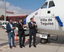 Canaryfly rinde homenaje a Teguise con el bautizo de su primer avión con el nombre de Villa de Teguise