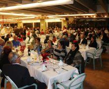 Los mayores de Yaiza disfrutan de su tradicional cena navideña