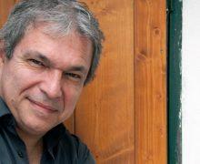 Humor, absurdo y denuncia social, se funden en El Manifiesto Ñ, la tercera novela de Manuel M. Almeida