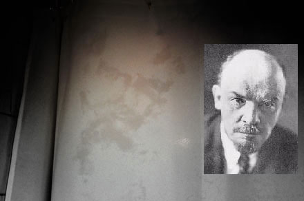 Lenin avvistato su un muro bagnato