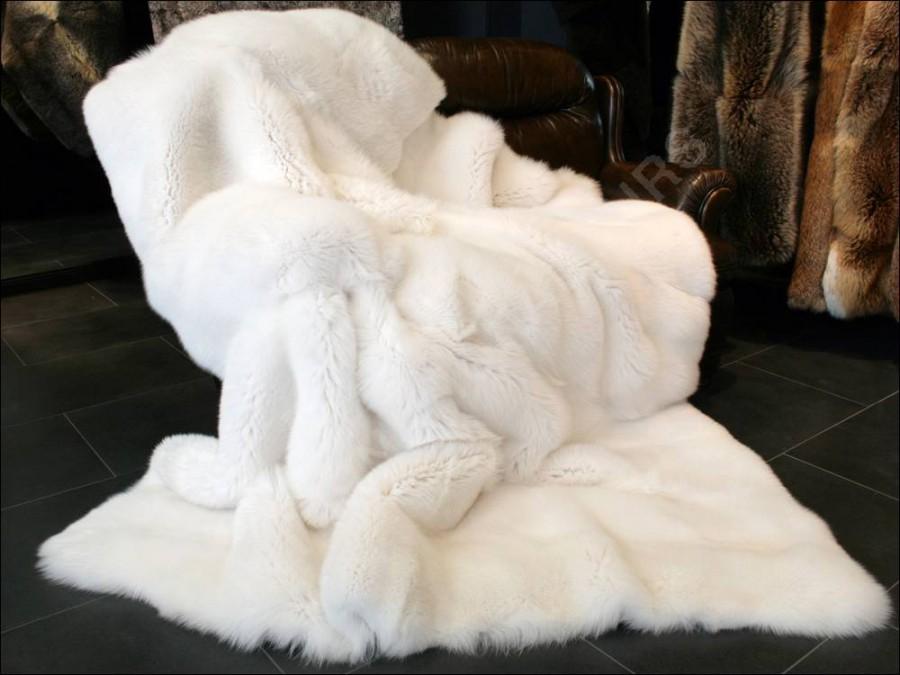 SAGA Shadow fox fur blanket  white