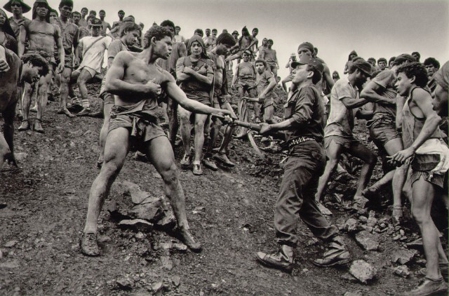 https://i0.wp.com/www.masters-of-photography.com/images/full/salgado/salgado_dispute.jpg