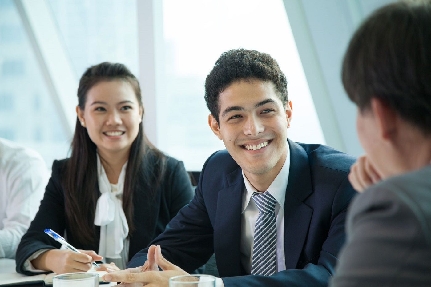 finance-language-solutions-business-meeting-multi-cultural-meeting-smiling-office_1400x933