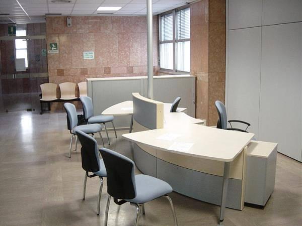 Arredo per ufficio in legno, metallo, laminato plastico; Fornitura Per Uffici
